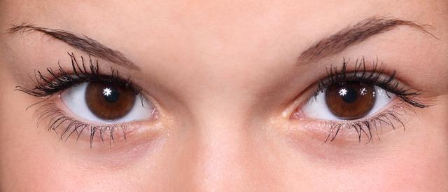Göz kapağı seyirmesi hastalıkların habercisi olabilir