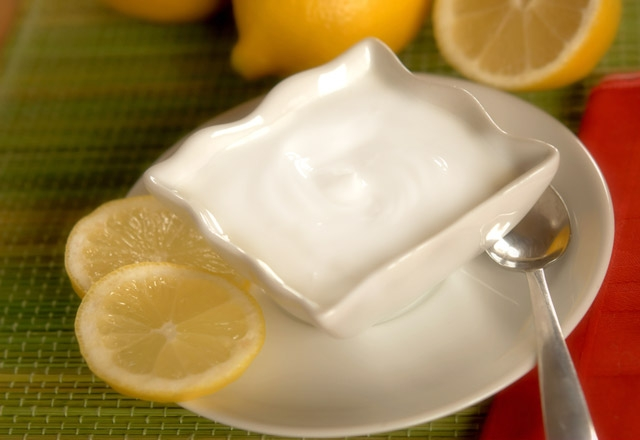 Göbek eriten limonlu yoğurt kürü