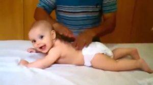 Uyutan Gaz çıkaran Bebek masajı nasıl yapılır