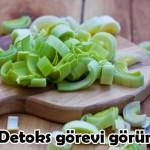 2- Soğan detoks özelliğine sahiptir:Vücuttaki fazla sıvıyı soğan tüketerek atabilirsiniz. Çiğ soğanı yemeklerde salatalarda tüketerek doğal bir detoks diyeti yapmış olursunuz.